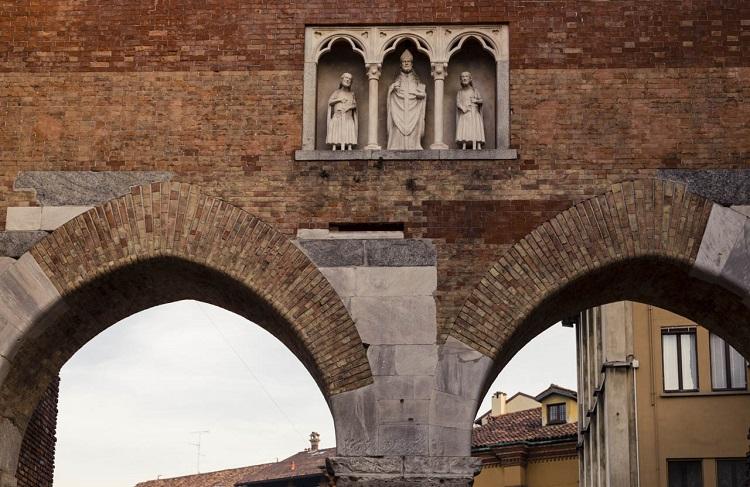 Ворота Сант-амброджио и история строительства старинной базилики