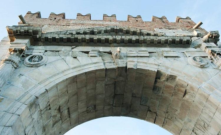 Арка Августина в Римини - интересные факты о достопримечательности