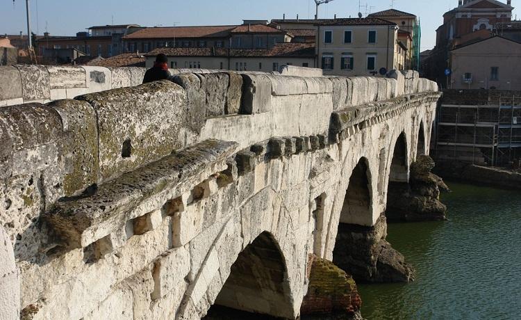 Древний мост Тиберия в Римини - исторические факты о сооружении
