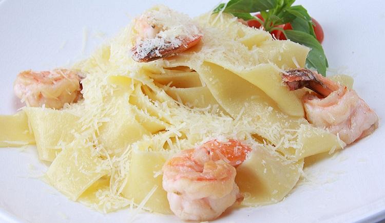 Фетучини с креветками в сливочно-сырном соусе - рецепт приготовления