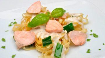 Фетучини с семгой в сливочном соусе - рецепт приготовления итальянского блюда