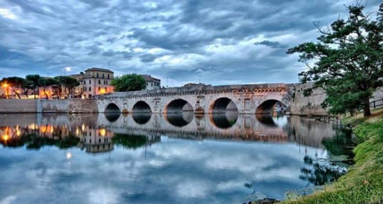 История строительства достопримечательности Римини - моста Тиберия