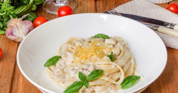 Как приготовить фетучини с курицей в сливочном соусе - классический итальянский рецепт