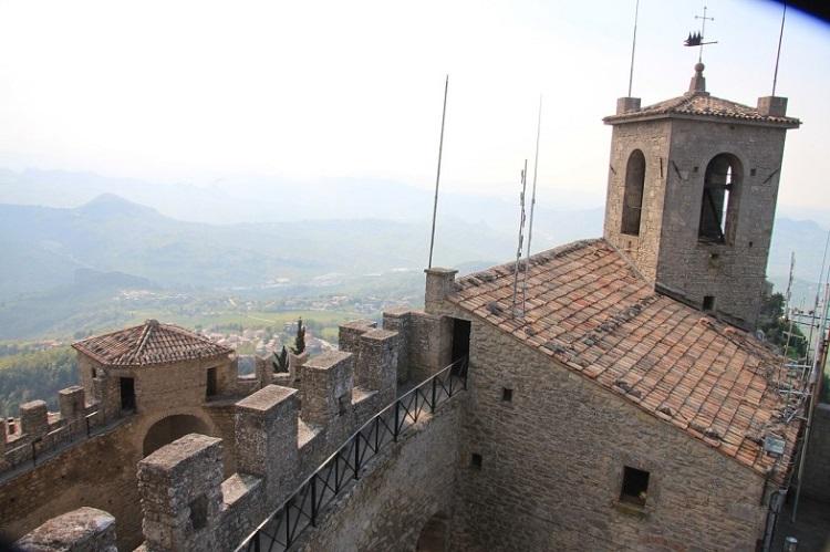 Как выглядит основная достопримечательность Сан-Марино - башня Гуаита