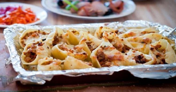 Конкильони, фаршированные грибами - рецепт приготовления итальянского блюда
