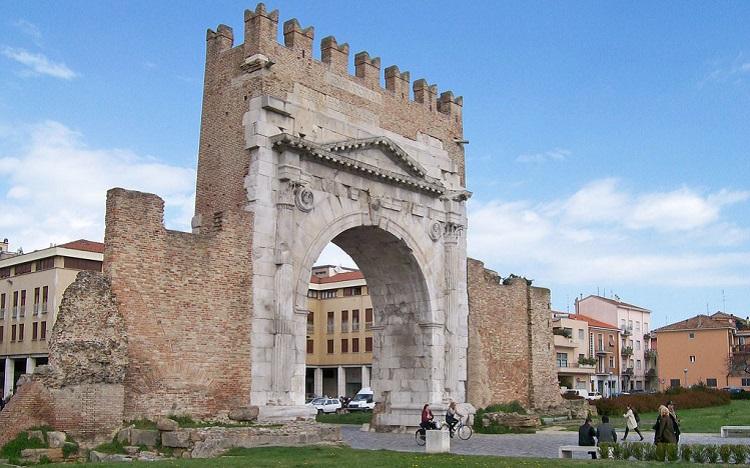 Несколько интересных фактов о главном сооружении Римини - арке Августа