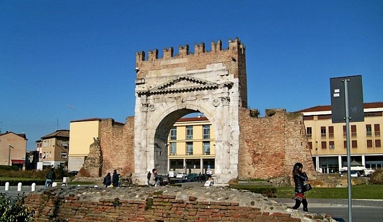 Триумфальная арка Августина - история возникновения древнего сооружения