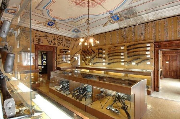 Достопримечательности Сан-Марино - знаменитый музей оружия в башне Честа