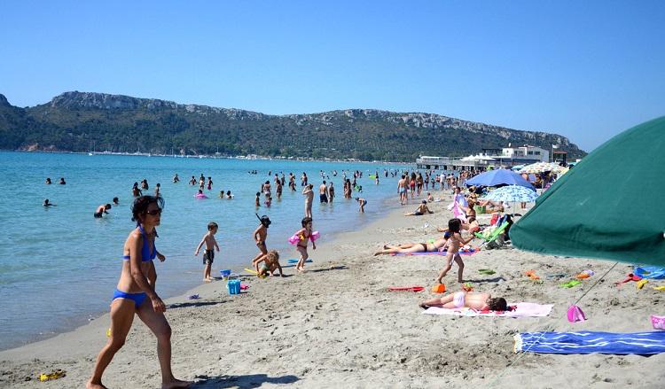 Гольфо дель-Анджели - оборудованный пляж города Кальяри