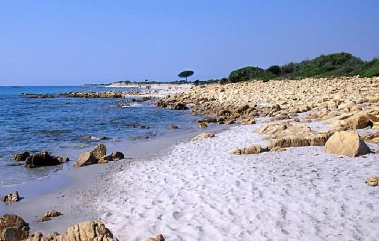 Мари-Пунто - дикий пляж вблизи города Кальяри
