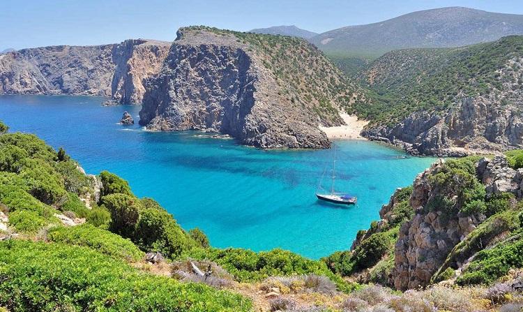 Необитаемый остров Раццоли - главная достопримечательность Сардинии