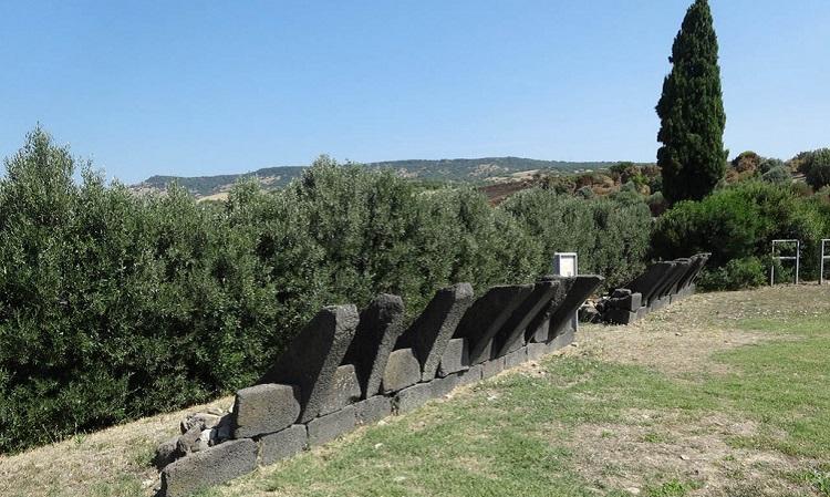 О достопримечательностях острова Сардиния - знаменитые гробницы гигантов
