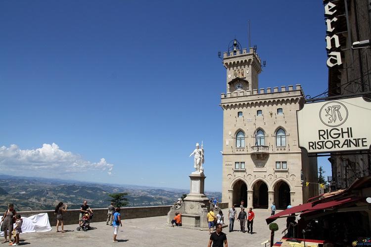 Палаццо Публико в Сан-Марино - главный исторический музей республики