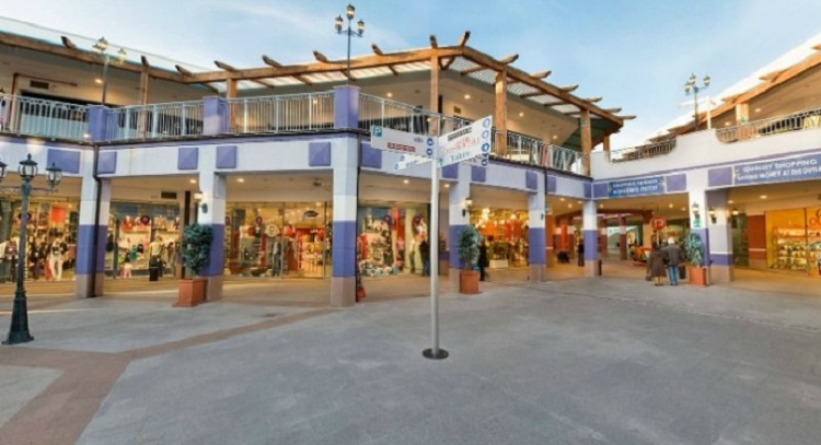 Sardinia Outlet Village - самый знаменитый аутлет Кальяри